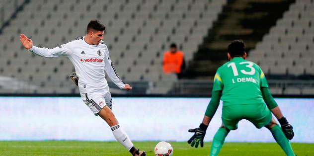 Gomez atıyor Kartal uçuyor