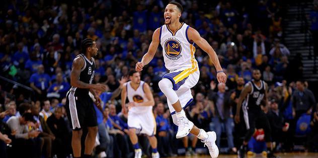 Curry, Warriors'ı sırtlamaya devam ediyor