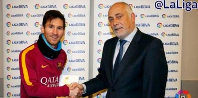 Messi ilk ödülünü aldı!