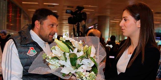 Lokomotiv'e çiçekli karşılama