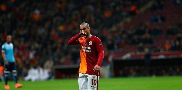 Sneijder notunu düştü. Paris'e gitti