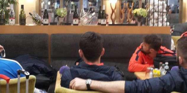Havalimanında maçı izlediler