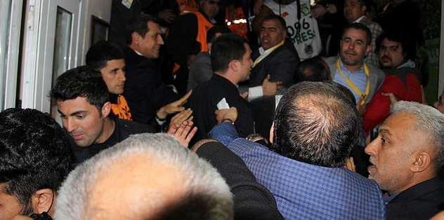 Tugay Kerimoğlu ve teknik heyet arasında arbede
