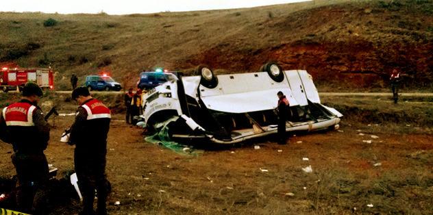Takım otobüsü kaza yaptı