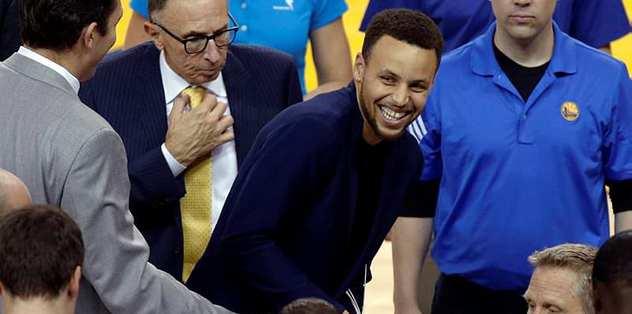 Curry üçüncü maçta oynayabilir