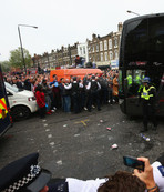ManU otobüsünü taşlamışlardı...