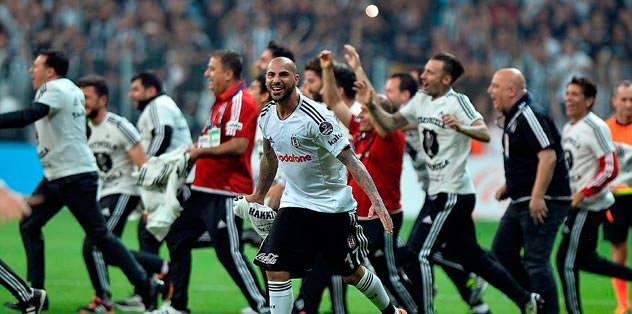 UEFA ve FIFA ayrı ayrı kutladı
