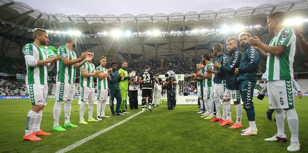 Sahaya çıkarken Beşiktaş'ı alkışladılar