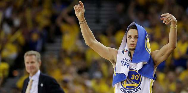 Curry shrugs off crashing fall to silence Thunder