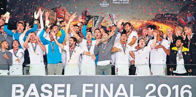 Sevilla takes record third straight title