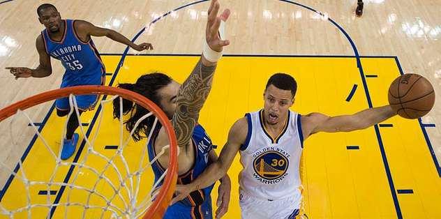 Curry takımını yine sırtladı
