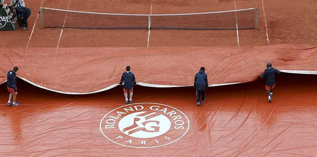 Rain delays start of day two at French Open
