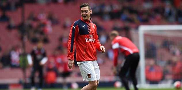 Arsenal, Mesut Özil'i bekliyor