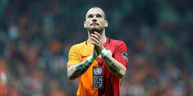 Sneijder sakatlandı