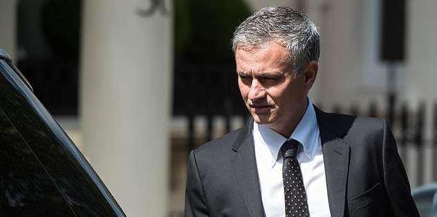 Jose Mourinho imzayı attı