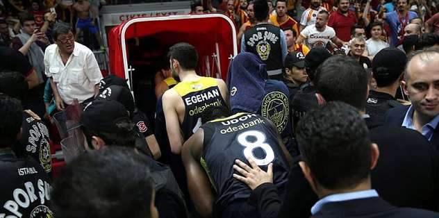 Galatasaray'a 2 maç seyircisiz oynama cezası