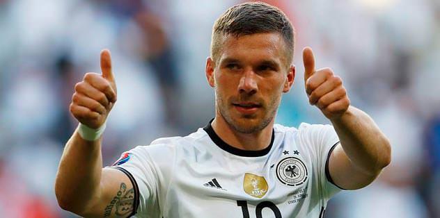 Podolski'yi işaret etti