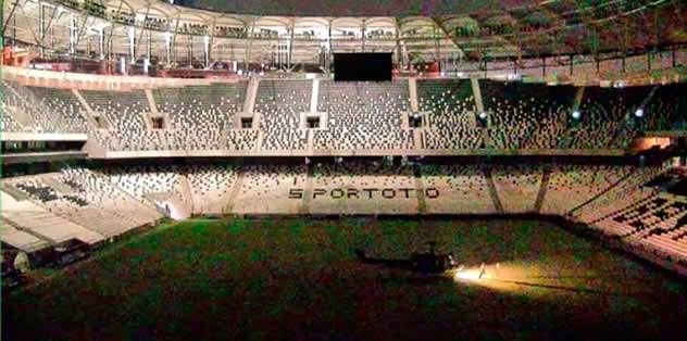 Darbeciler Vodafone Arena'ya zarar verdi