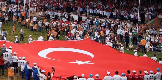 Kırkpınar'da dev Türk bayrağı
