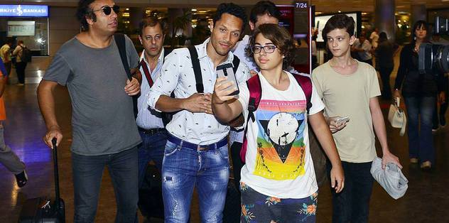 Adriano ready for Besiktas medical