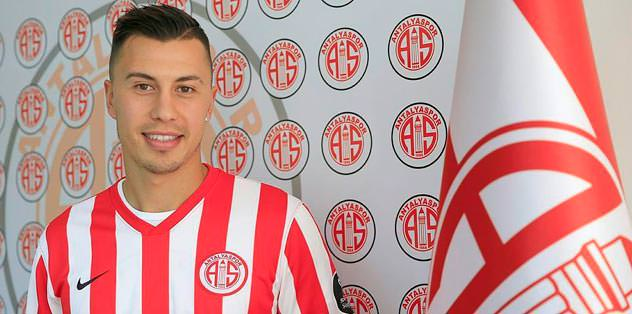 Antalya'da Emre golle başladı: 2-1