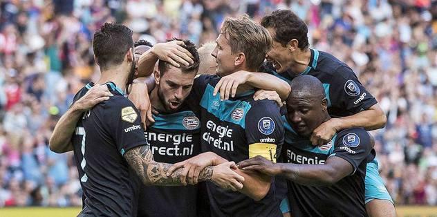 Johan Cruyff Kupası'nı PSV kaldırdı