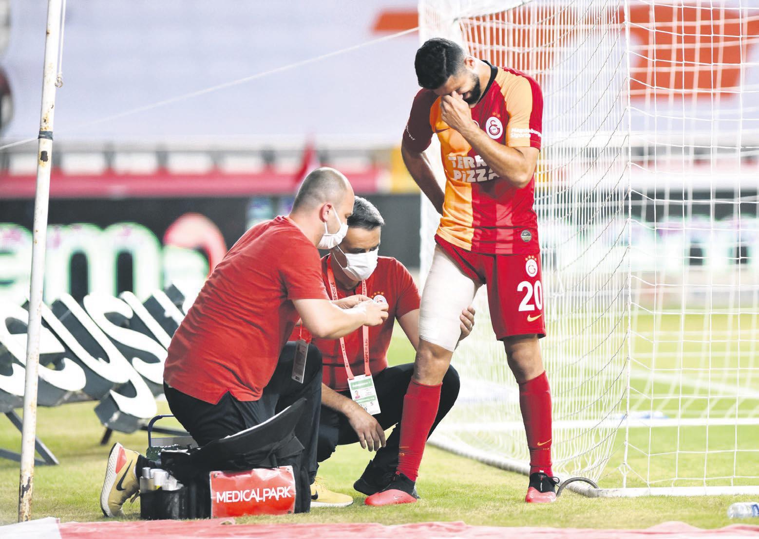 emre akbaba 8 hafta yok 1598820487072 - Galatasaray'a kötü haber! Yıldız oyuncu 8 hafta yok