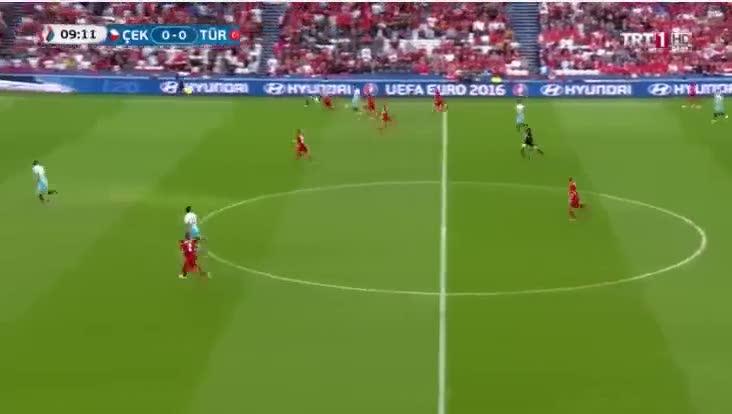 EURO 2016'da ilk golümüz Burak'tan