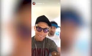 Ronaldo'dan uçakta dans şov
