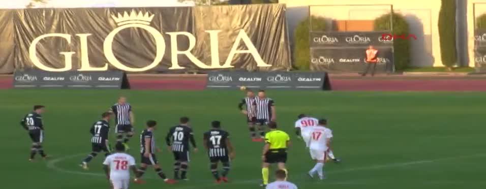 Beşiktaş - Skenderbeu maçında fair-play dersi!