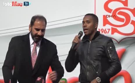 Sivassporlu Robinho, taraftarları böyle selamladı