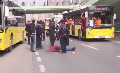 Otobüsten düşen G.Saray taraftarı hastaneye kaldırıldı