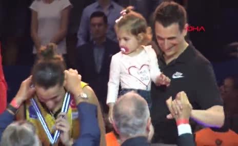 Şampiyon VakıfBank, kupasını aldı