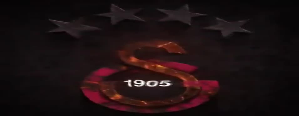 Galatasaray yeni sezon formasını resmen tanıttı
