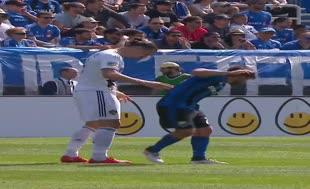 Zlatan Ibrahimovic tokat attı, oyundan atıldı!