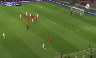 Tunus-Türkiye maçında saha karıştı!