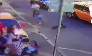 2018 Dünya Kupası'nın yapıldığı Rusya'da taksi taraftarları ezdi